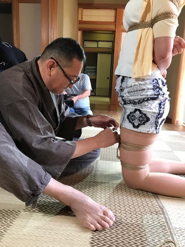 美熟女北条麻紀さん巨匠緊縛師に縛られて感激する【画像50枚】の06枚目