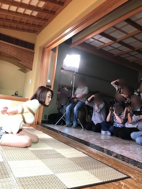 美熟女北条麻紀さん巨匠緊縛師に縛られて感激する【画像50枚】の08枚目