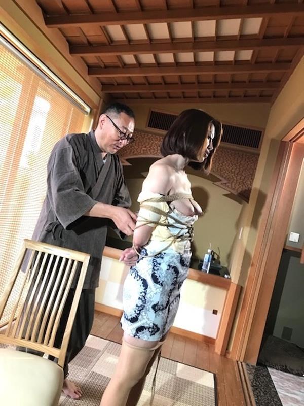 美熟女北条麻紀さん巨匠緊縛師に縛られて感激する【画像50枚】の10枚目