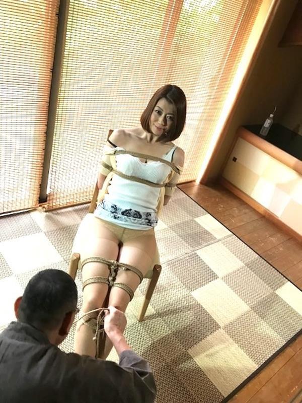 美熟女北条麻紀さん巨匠緊縛師に縛られて感激する【画像50枚】の14枚目