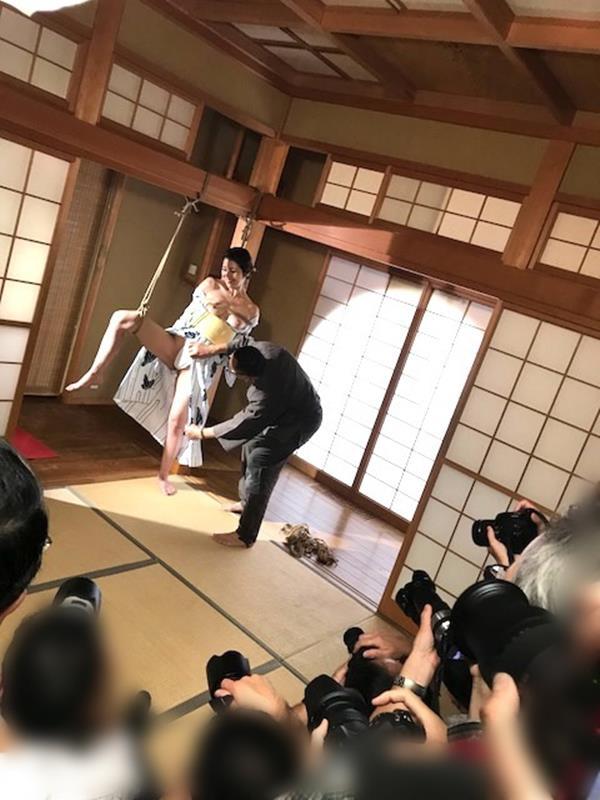 美熟女北条麻紀さん巨匠緊縛師に縛られて感激する【画像50枚】の21枚目