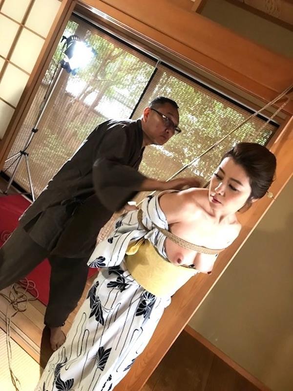 美熟女北条麻紀さん巨匠緊縛師に縛られて感激する【画像50枚】の23枚目