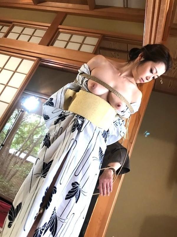 美熟女北条麻紀さん巨匠緊縛師に縛られて感激する【画像50枚】の24枚目