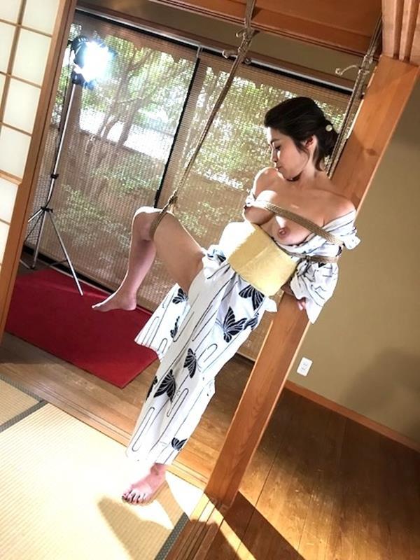 美熟女北条麻紀さん巨匠緊縛師に縛られて感激する【画像50枚】の25枚目