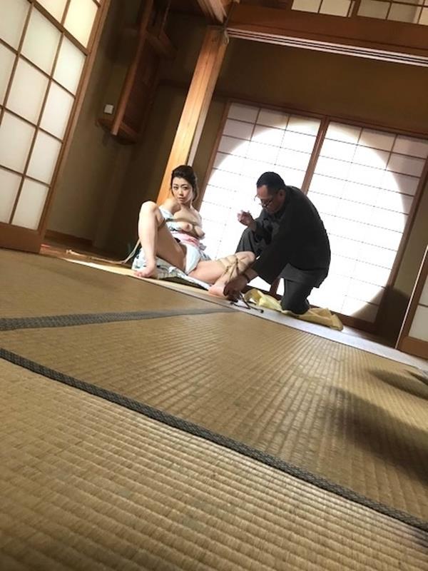 美熟女北条麻紀さん巨匠緊縛師に縛られて感激する【画像50枚】の27枚目