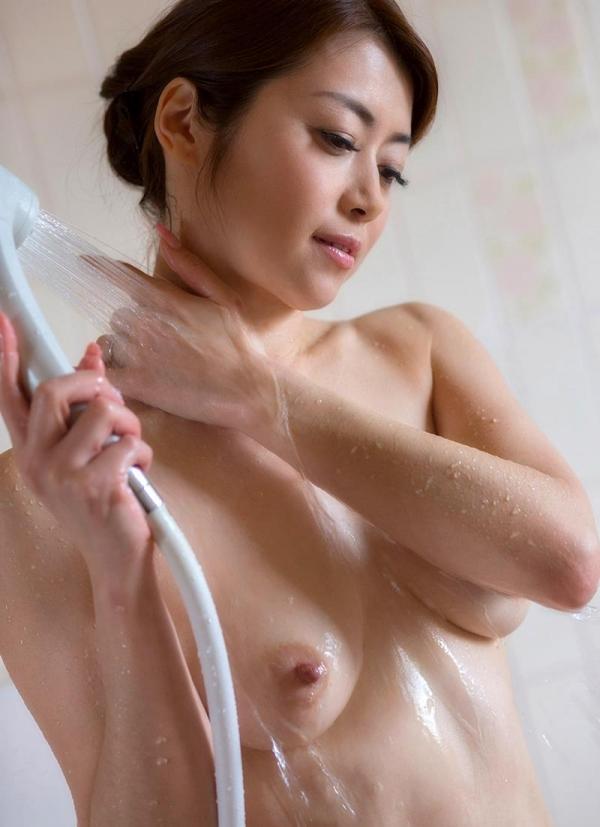 熟女の入浴画像 北条麻妃さん、しっとりと温泉入浴中68枚のa04枚目