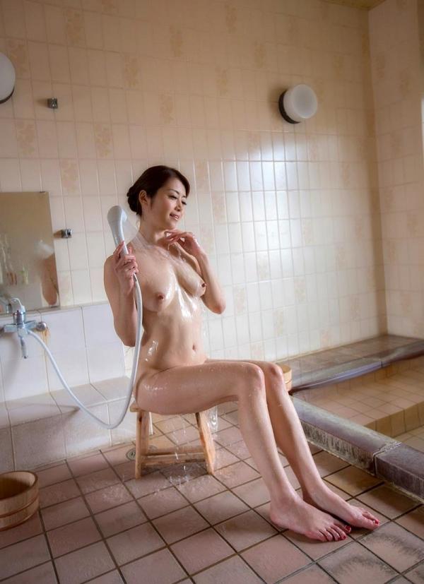 熟女の入浴画像 北条麻妃さん、しっとりと温泉入浴中68枚のa05枚目