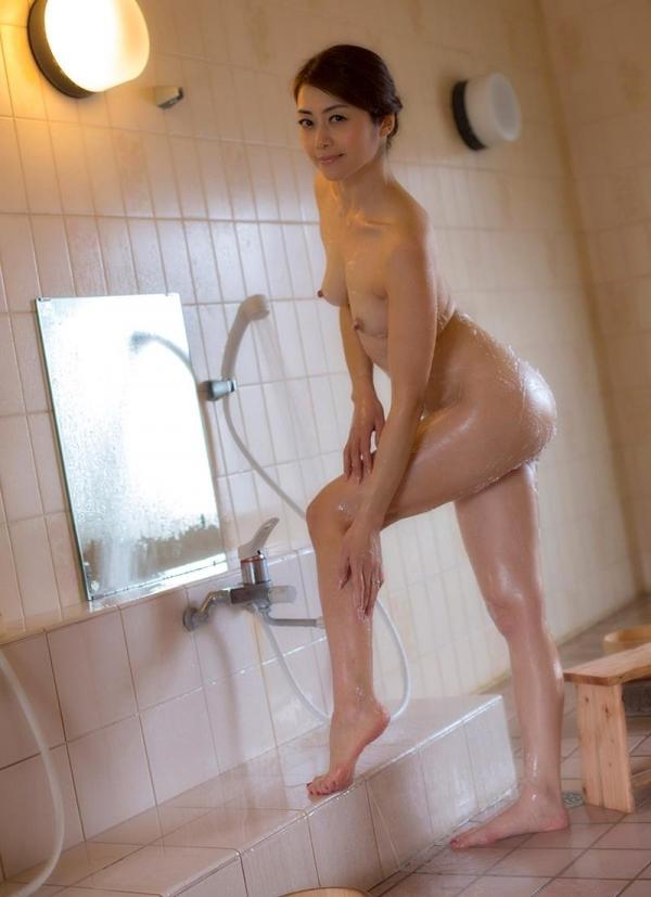 熟女の入浴画像 北条麻妃さん、しっとりと温泉入浴中68枚のa14枚目