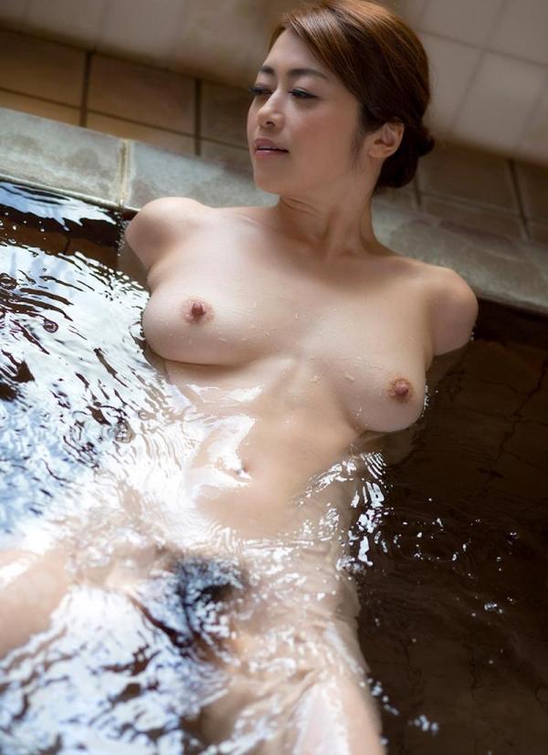 熟女の入浴画像 北条麻妃さん、しっとりと温泉入浴中68枚のb03枚目