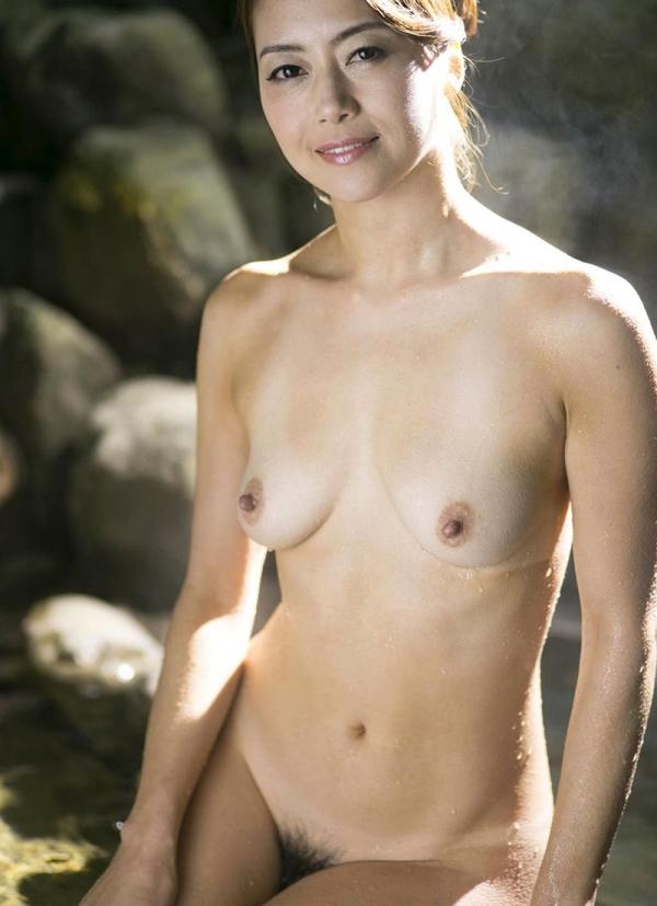 熟女の入浴画像 北条麻妃さん、しっとりと温泉入浴中68枚のb10枚目