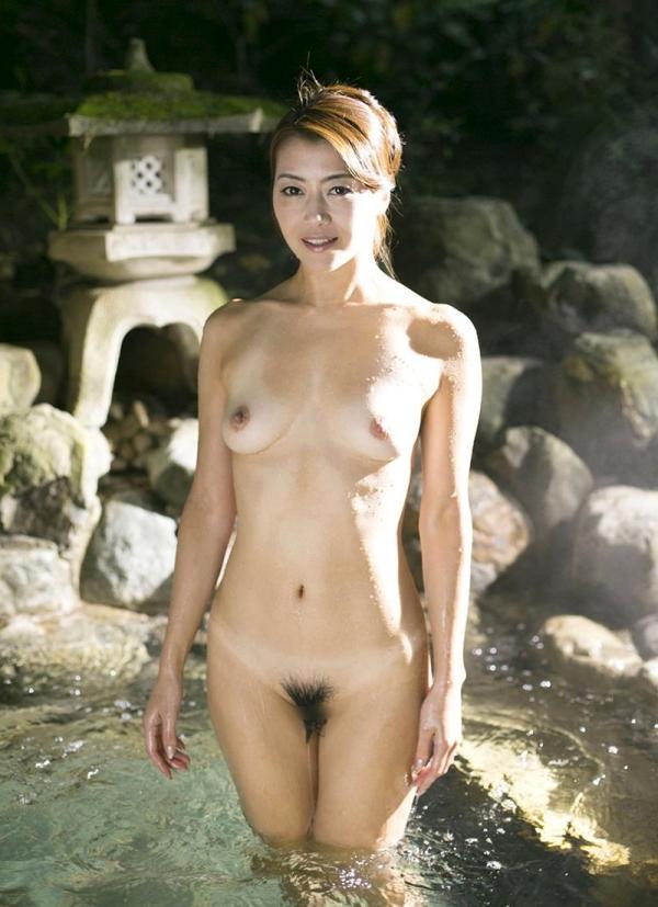 熟女の入浴画像 北条麻妃さん、しっとりと温泉入浴中68枚のb12枚目