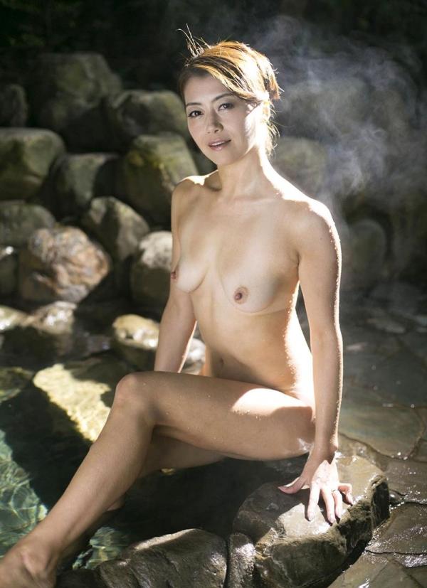 熟女の入浴画像 北条麻妃さん、しっとりと温泉入浴中68枚のb13枚目