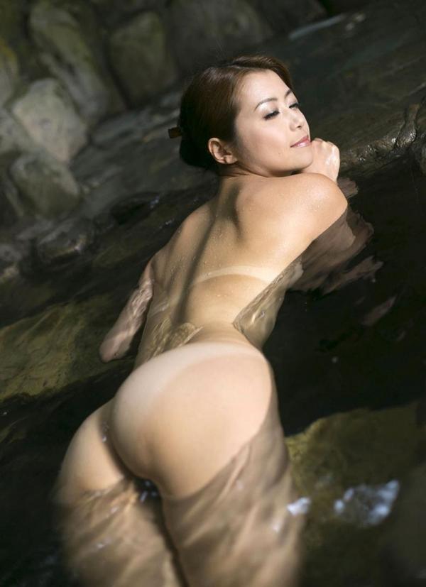 熟女の入浴画像 北条麻妃さん、しっとりと温泉入浴中68枚のb18枚目