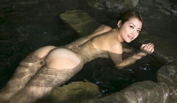 熟女の入浴画像 北条麻妃さん、しっとりと温泉入浴中68枚のb19枚目