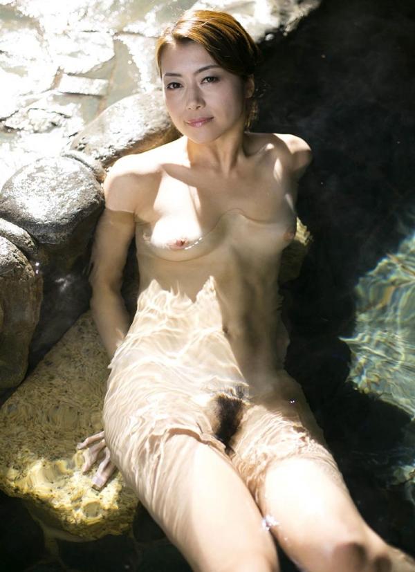 熟女の入浴画像 北条麻妃さん、しっとりと温泉入浴中68枚のb20枚目