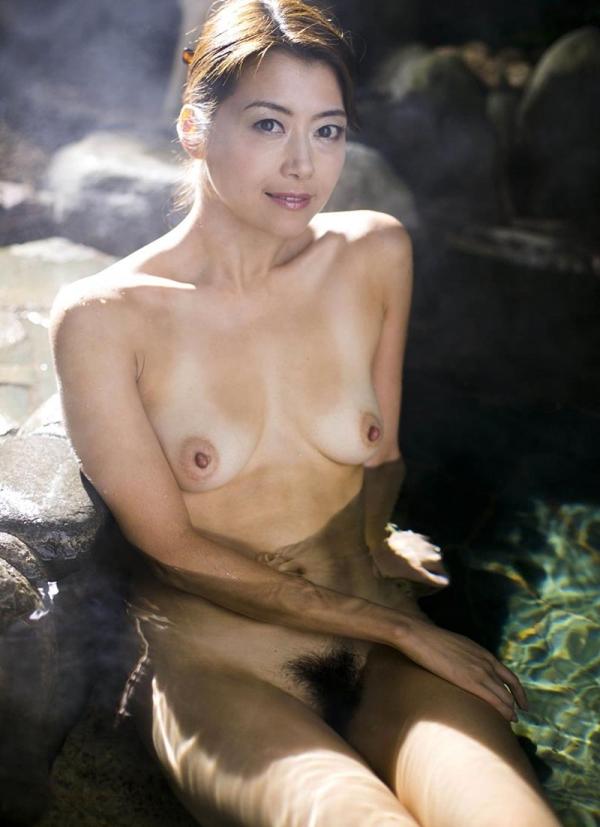 熟女の入浴画像 北条麻妃さん、しっとりと温泉入浴中68枚のb21枚目