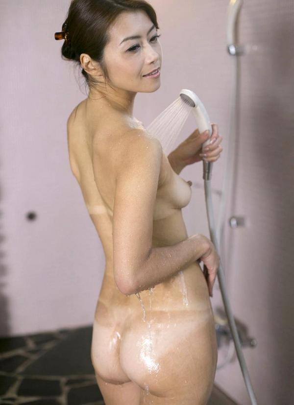 熟女の入浴画像 北条麻妃さん、しっとりと温泉入浴中68枚のb25枚目