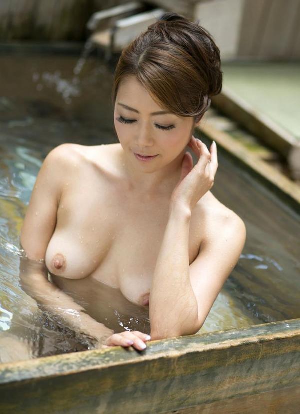 熟女の入浴画像 北条麻妃さん、しっとりと温泉入浴中68枚のb34枚目