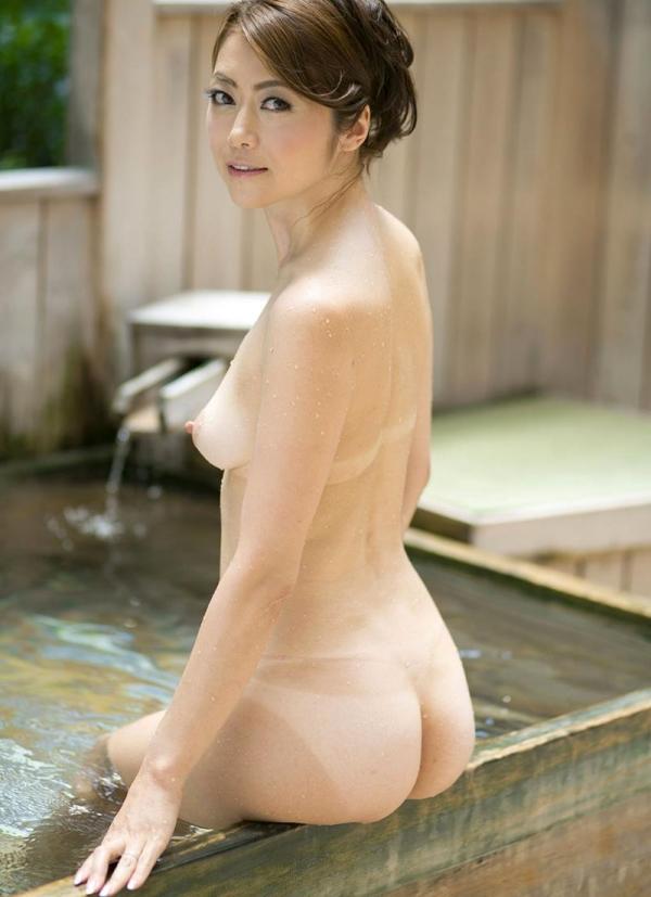 熟女の入浴画像 北条麻妃さん、しっとりと温泉入浴中68枚のb41枚目