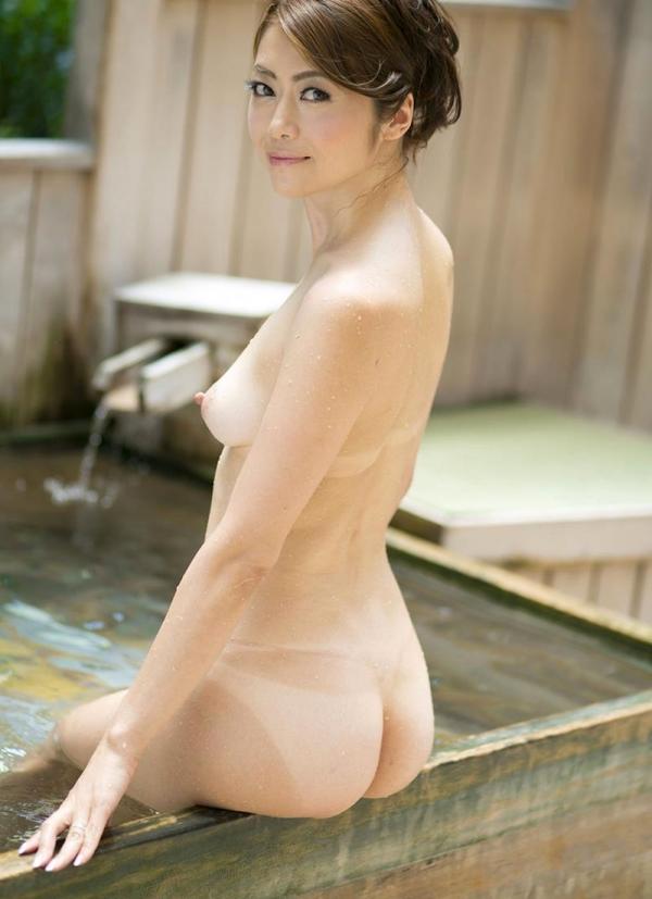 熟女の入浴画像 北条麻妃さん、しっとりと温泉入浴中68枚のb42枚目