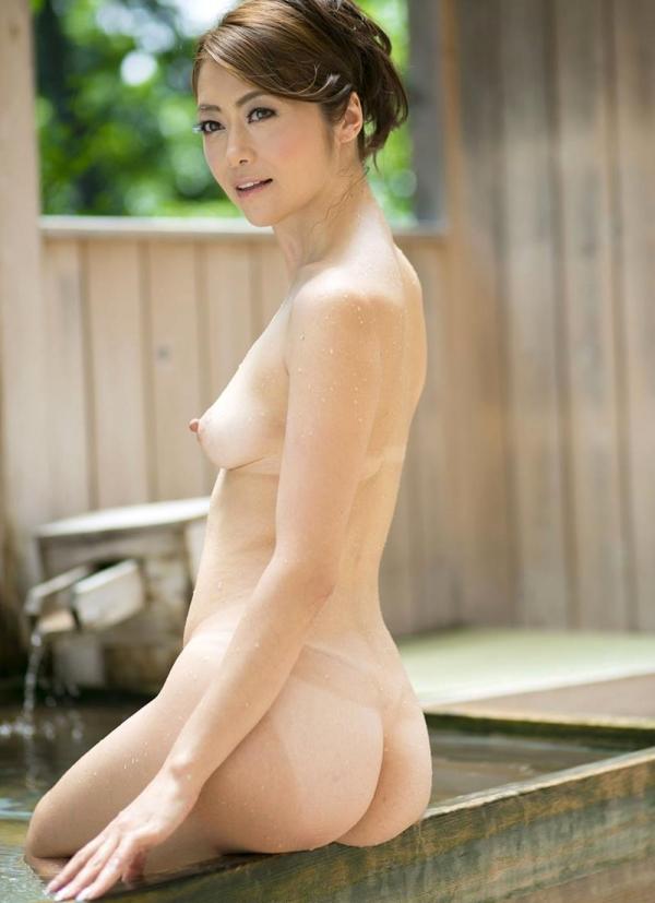 熟女の入浴画像 北条麻妃さん、しっとりと温泉入浴中68枚のb44枚目