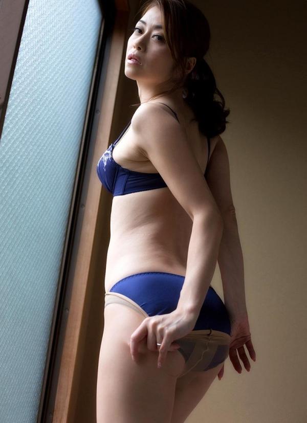 北条麻妃さん、脱いだパンストで目隠しして全裸で悶える エロ画像38枚のb10枚目
