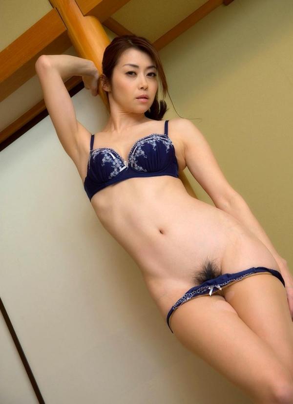 北条麻妃さん、脱いだパンストで目隠しして全裸で悶える エロ画像38枚のb15枚目