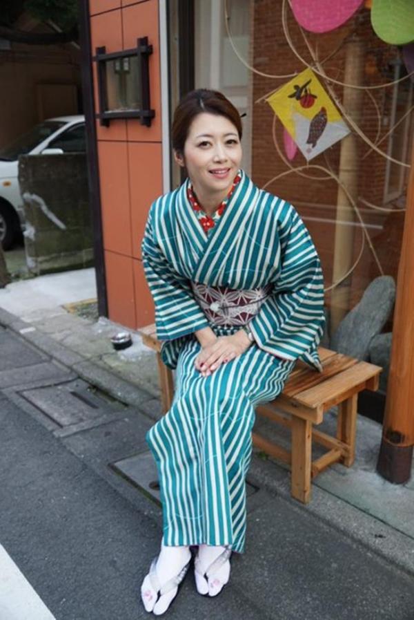 北条麻妃 妖艶な四十路のスレンダー美熟女エロ画像の05枚目