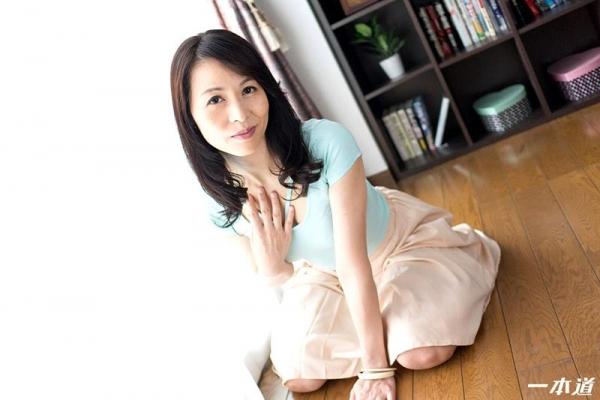美しく透き通る白い肌の四十路おんな 井上綾子 エロ画像26枚の04枚目