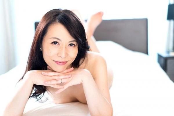 美しく透き通る白い肌の四十路おんな 井上綾子 エロ画像26枚の08枚目