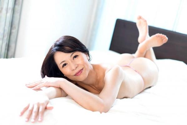 美しく透き通る白い肌の四十路おんな 井上綾子 エロ画像26枚の1