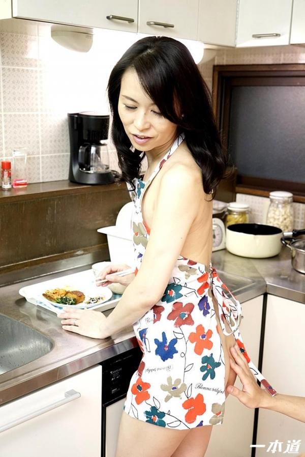 美しく透き通る白い肌の四十路おんな 井上綾子 エロ画像26枚の13枚目