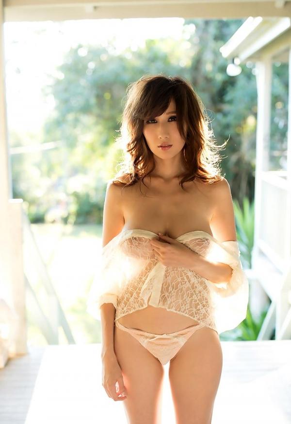 色白ヌード 透き通る様に白い美肌の女体画像60枚の015枚目