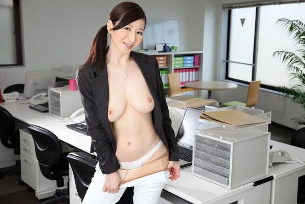 色白ヌード 透き通る様に白い美肌の女体画像60枚の046枚目