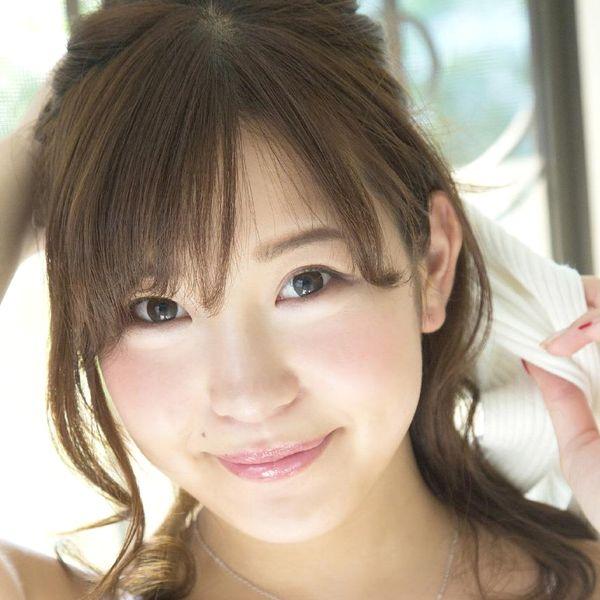 石原佑里子(いしはらゆりこ)色白巨乳の女子大生水着画像100枚の1