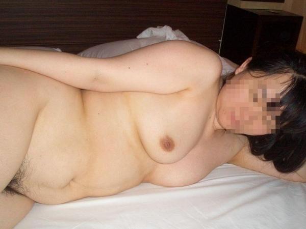 五十路熟女のタルンタルンでスケベな体のエロ画像40枚の011枚目