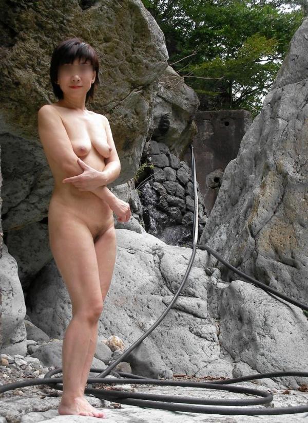 五十路熟女のタルンタルンでスケベな体のエロ画像40枚の014枚目
