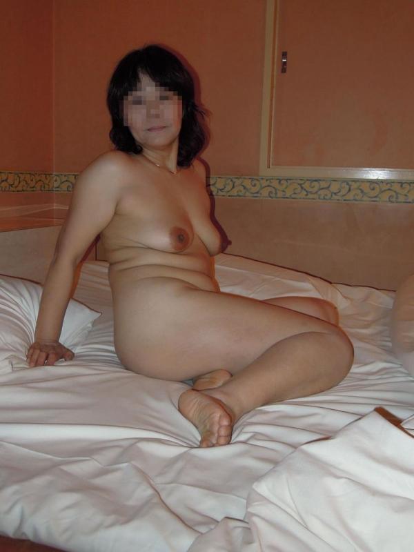 五十路熟女のタルンタルンでスケベな体のエロ画像40枚の029枚目