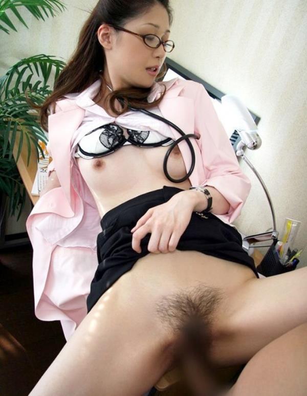 美人女医が淫らな雌になり誘惑するエロ画像110枚の008枚目
