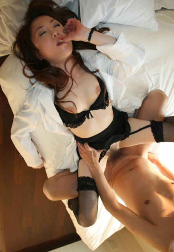美人女医が淫らな雌になり誘惑するエロ画像110枚の017枚目