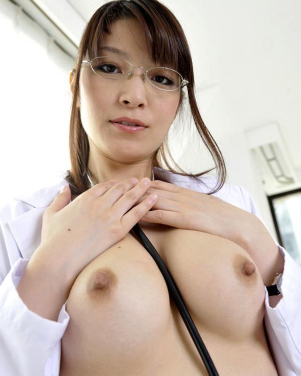 美人女医が淫らな雌になり誘惑するエロ画像110枚の019枚目