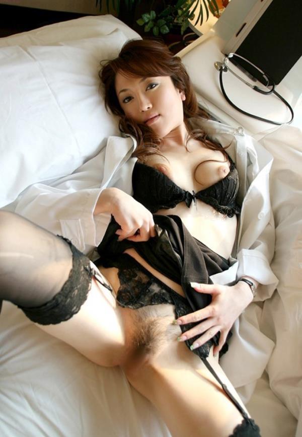 美人女医が淫らな雌になり誘惑するエロ画像110枚の053枚目