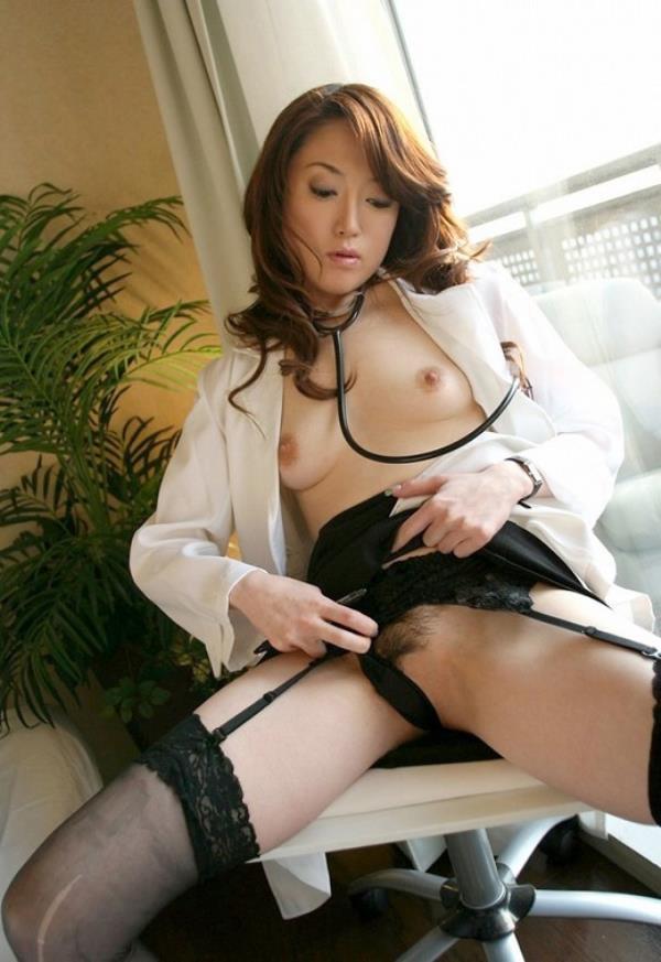 美人女医が淫らな雌になり誘惑するエロ画像110枚の054枚目