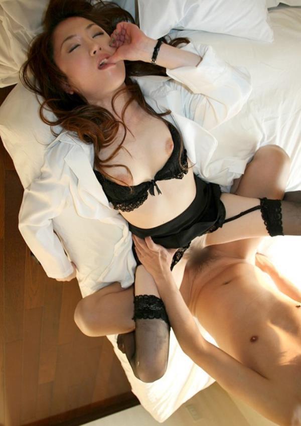 美人女医が淫らな雌になり誘惑するエロ画像110枚の055枚目
