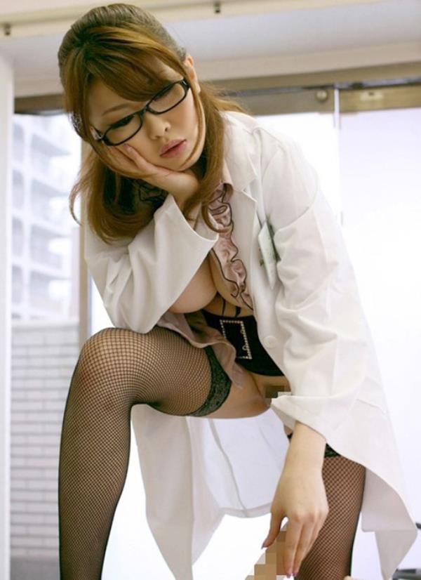 美人女医が淫らな雌になり誘惑するエロ画像110枚の062枚目