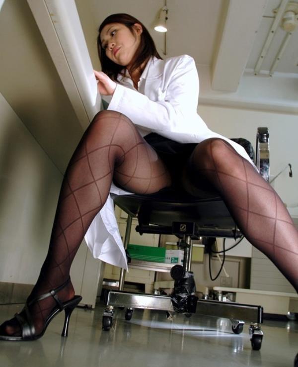 美人女医が淫らな雌になり誘惑するエロ画像110枚の063枚目