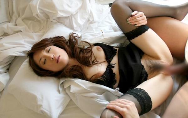 美人女医が淫らな雌になり誘惑するエロ画像110枚の074枚目