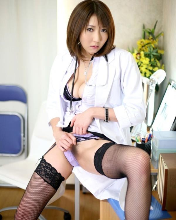 美人女医が淫らな雌になり誘惑するエロ画像110枚の081枚目