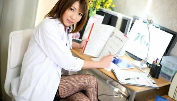美人女医が淫らな雌になり誘惑するエロ画像110枚の105枚目