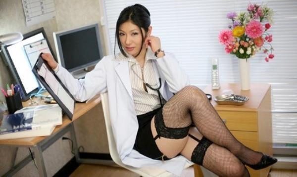 美人女医が淫らな雌になり誘惑するエロ画像110枚の106枚目